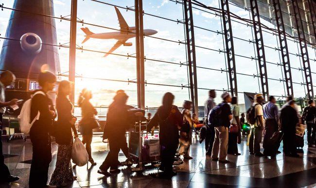 Personas en un aeropuerto