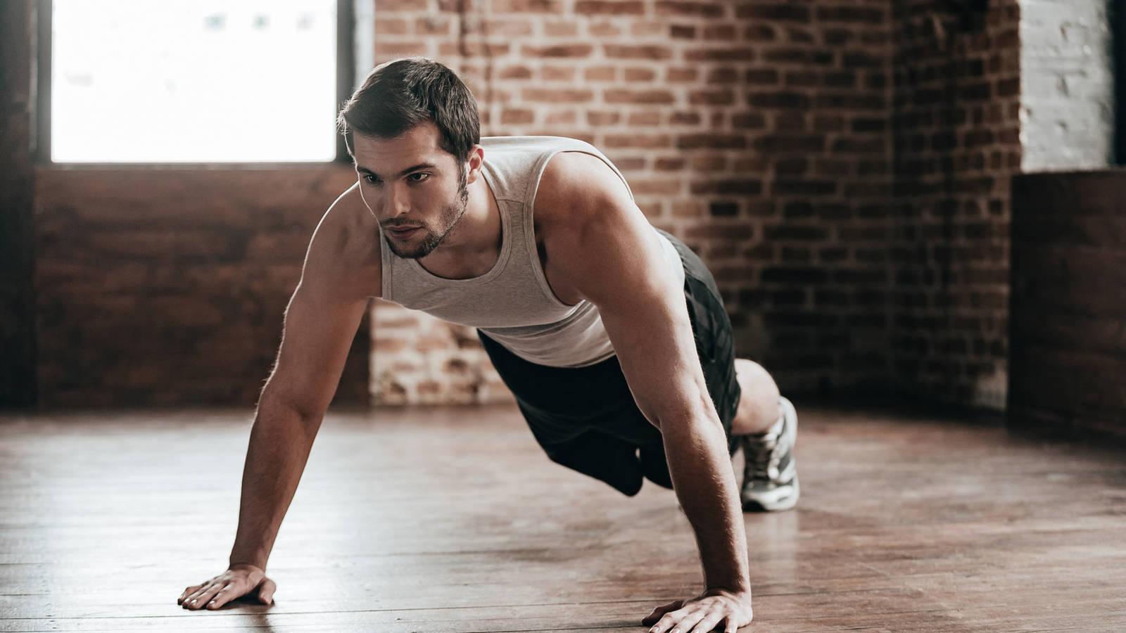 Hombre haciendo ejercicio gracias al magnesio