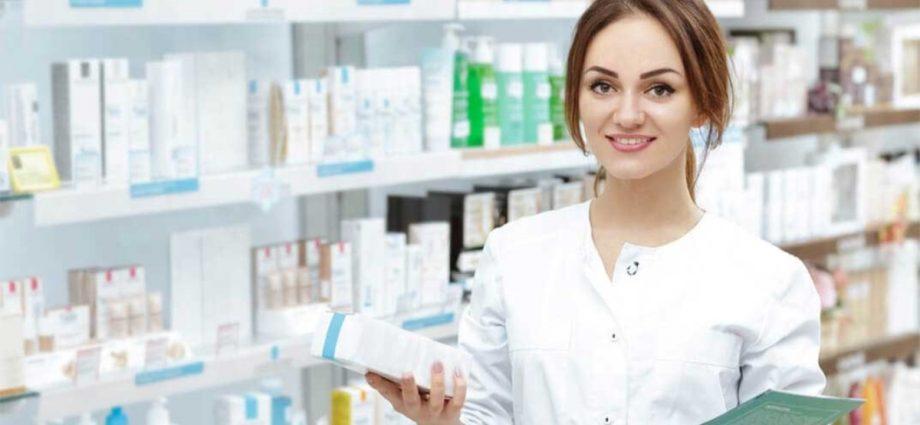 Mujer vendiendo medicamentos genéricos
